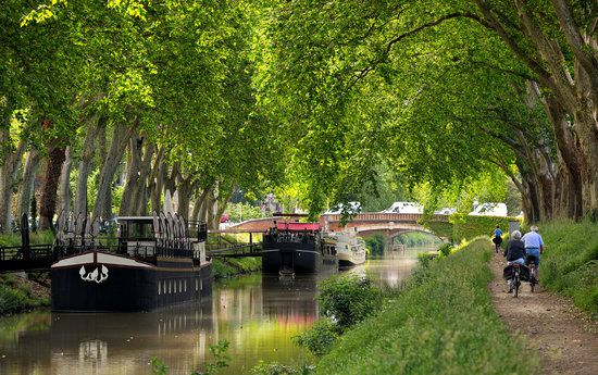 The Canal du Midi can be a relaxing scene. Rent a bike with a trailer or baby carrier to get some fresh air